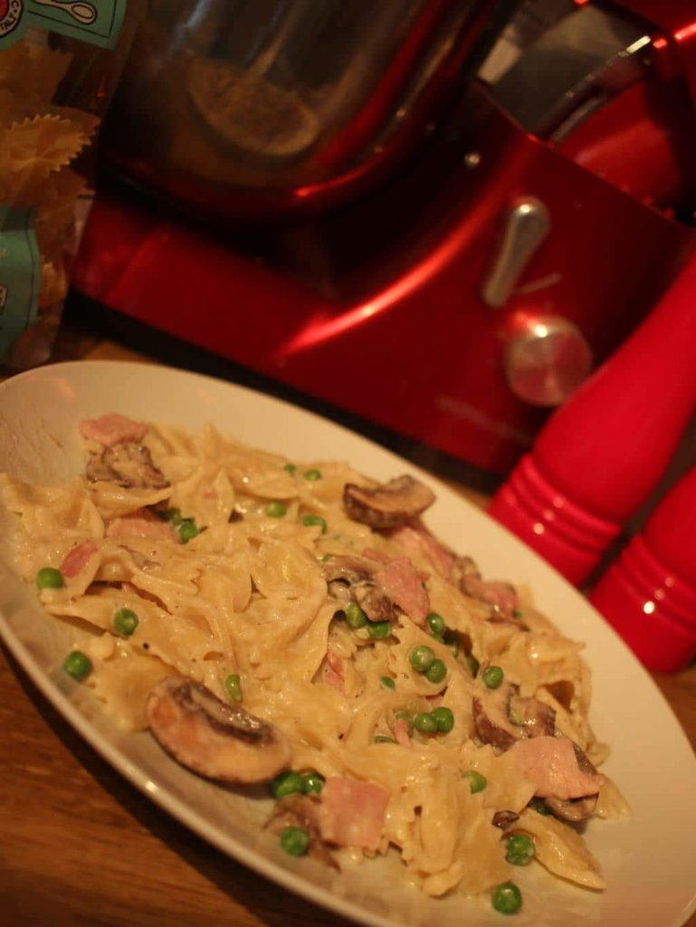 Creamy Pasta with Bacon, Peas and Mushrooms | Slimming & Weight Watchers Friendly