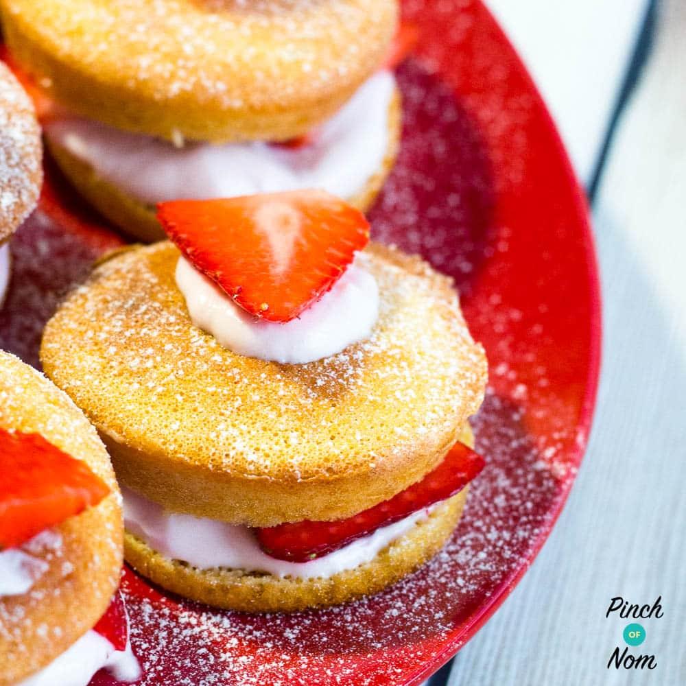 Low Syn Mini Strawberry Sponges | Slimming World