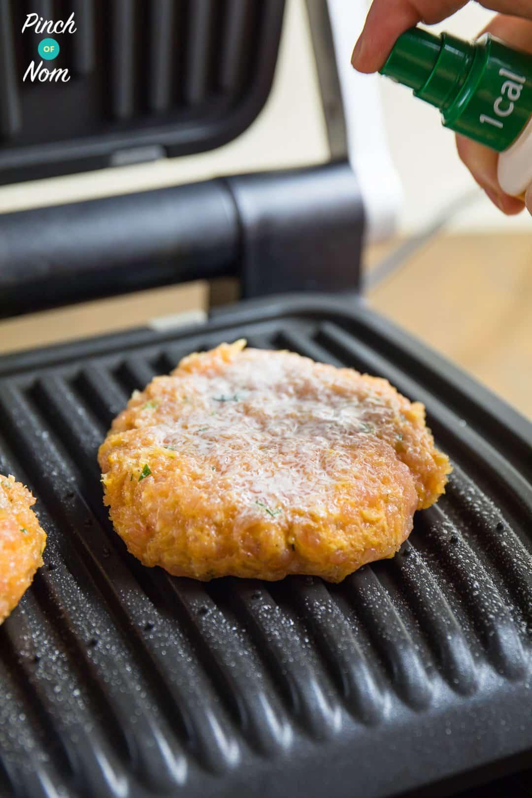 Burgers on Grill - Syn Free Tikka Turkey Burgers | Slimming World