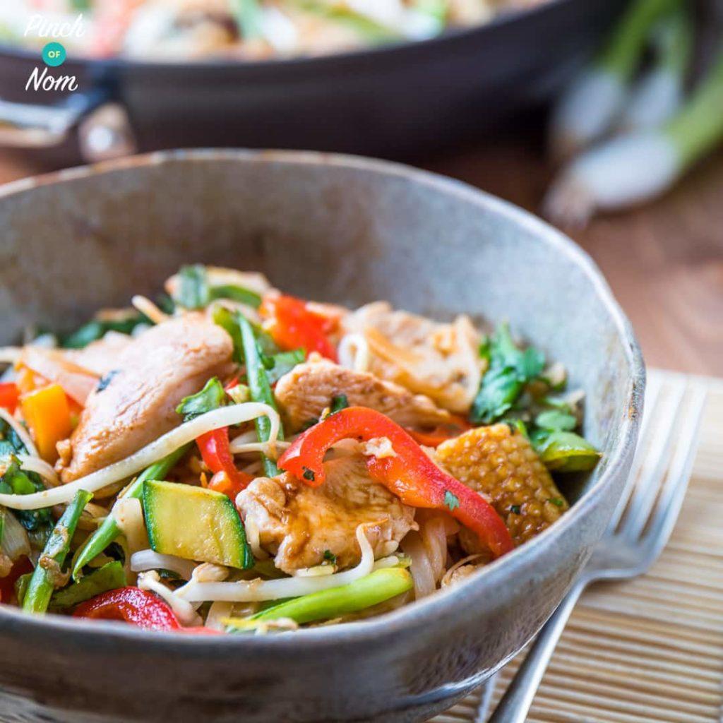 Chicken Pad Thai pinchofnom.com