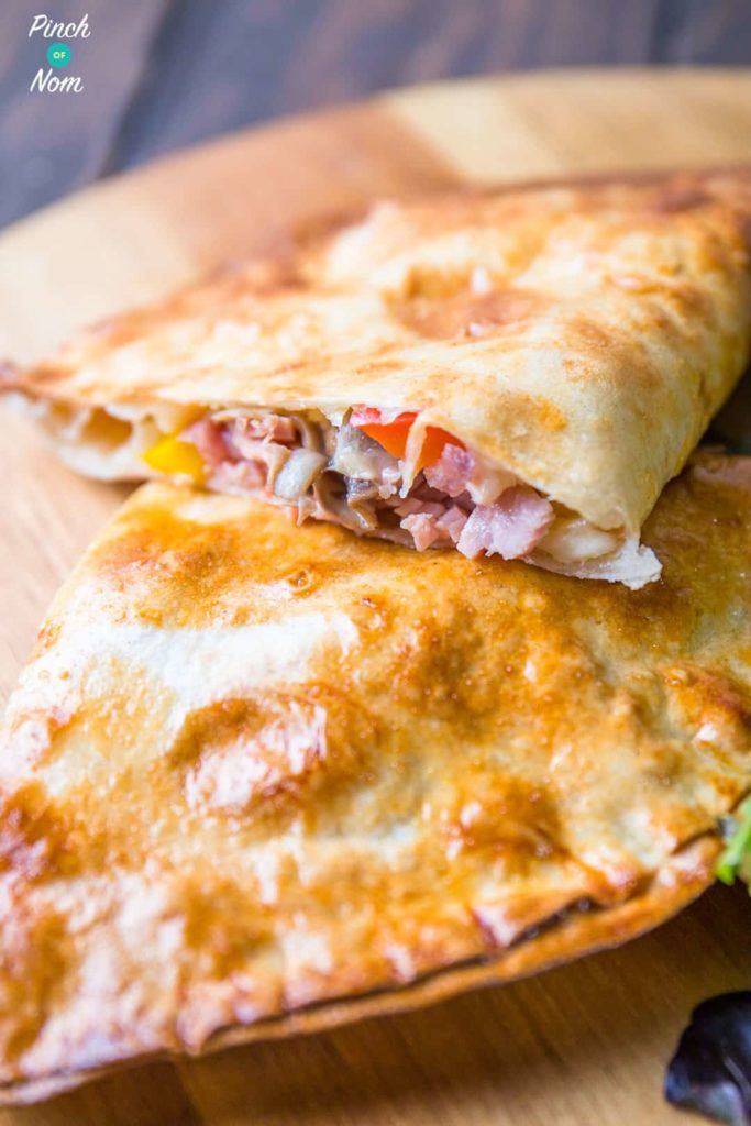 Ham and Mushroom Pizza Calzone - Pinch Of Nom Slimming Recipes