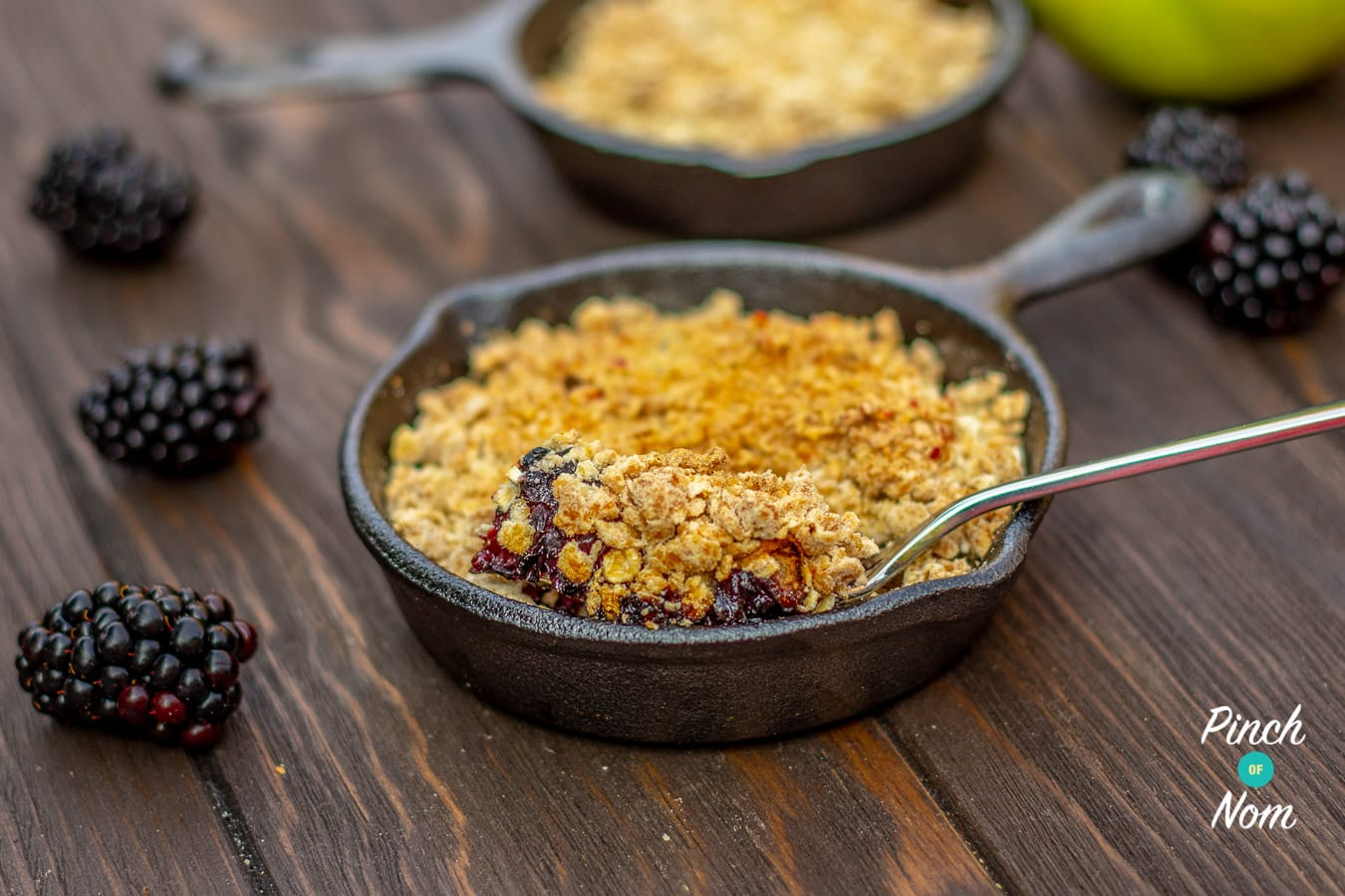 Low Syn Apple & Blackberry Crumble | Slimming World